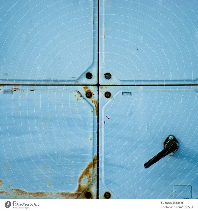 Blau im Quadrat Farbe schwarz Farbstoff Metall geschlossen Elektrizität Metallwaren 4 Rost Spannung Bahnhof Griff Schraube vergessen früher funktionierend