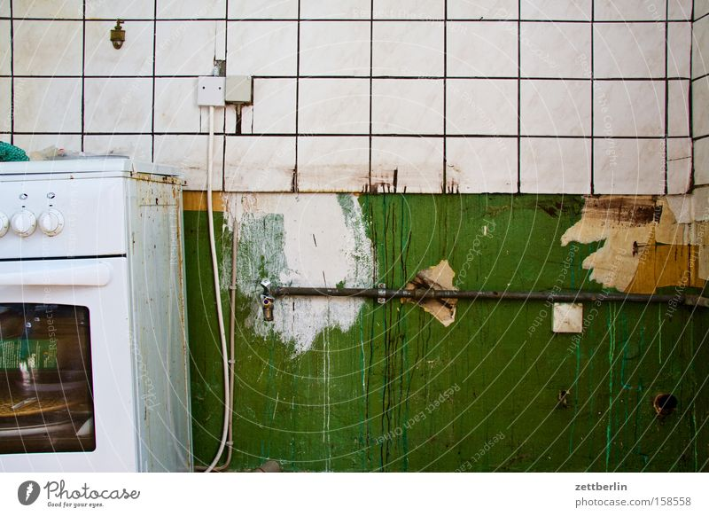 Auszug Küche Herd & Backofen Fliesen u. Kacheln Umzug (Wohnungswechsel) Renovieren Altbau Mieter Vermieter Mietrecht Detailaufnahme verfallen