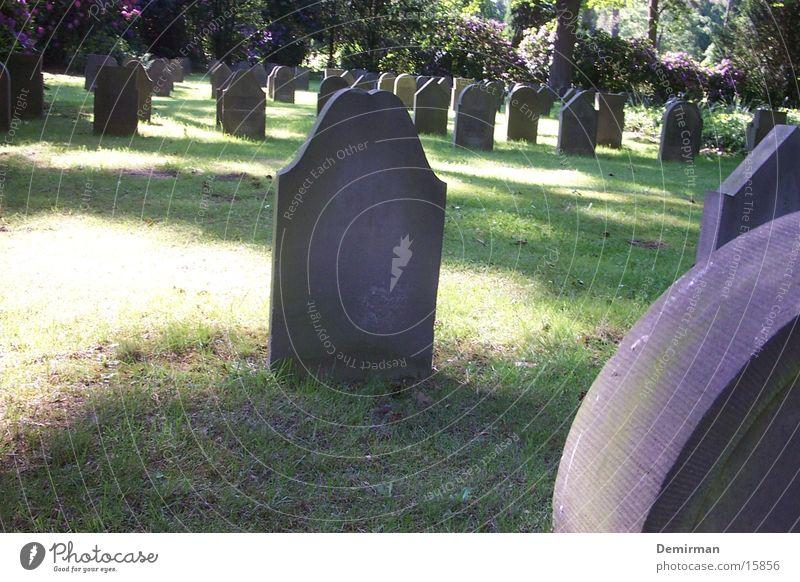 Denk mal! Grab Krieg erinnern Denkmal obskur Stein