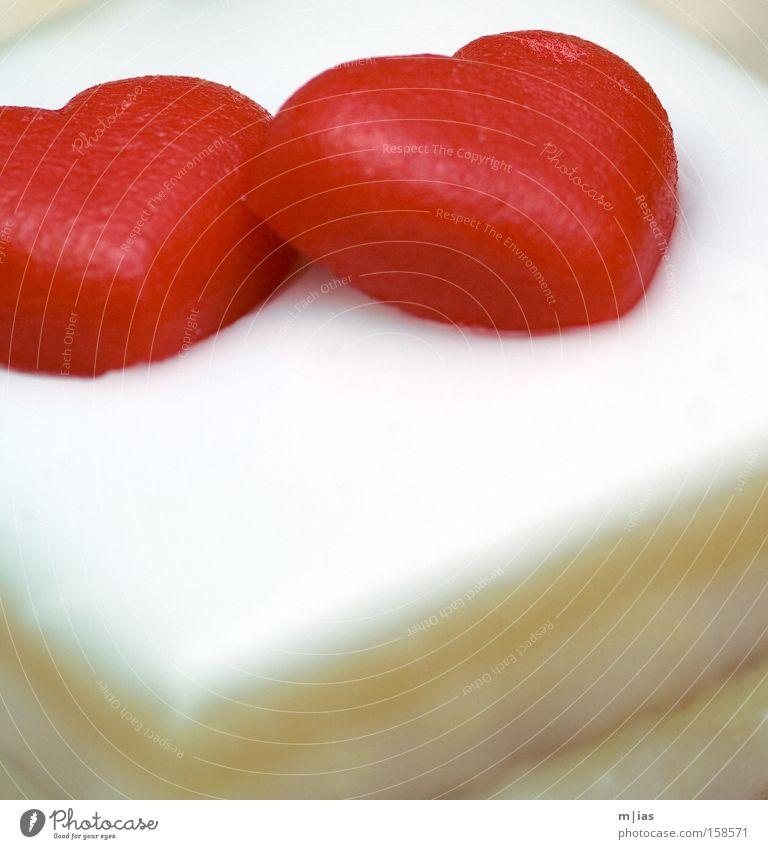 kitschig-köstliches Doppelherz rot Liebe Herz Romantik Gastronomie Kuchen Partnerschaft Liebeskummer Backwaren Valentinstag Flitterwochen Lebensmittel Verlobung Marzipan