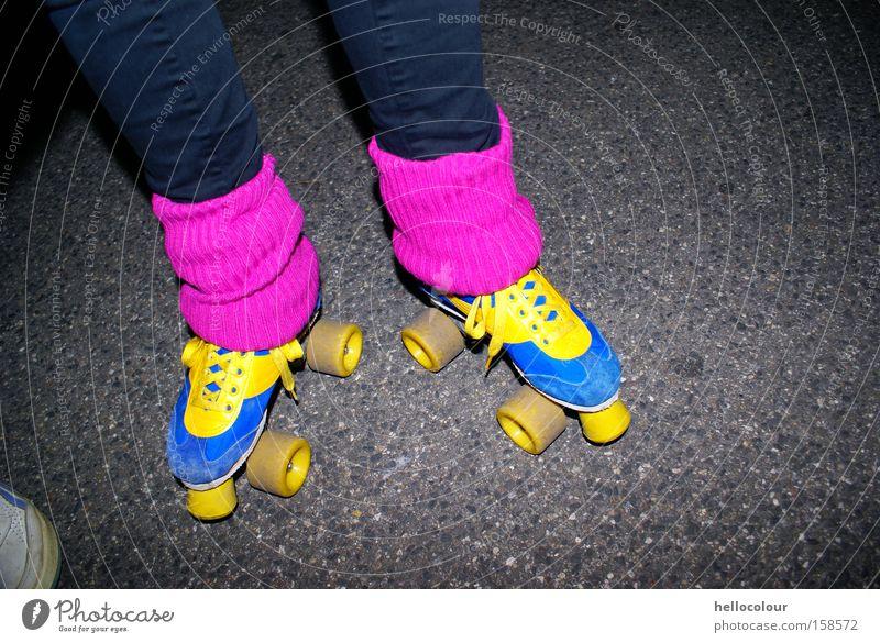 Mein Geheimnis Sport rosa Mode Lifestyle retro Nacht Achtziger Jahre magenta Stulpe Rollschuhe leuchtende Farben
