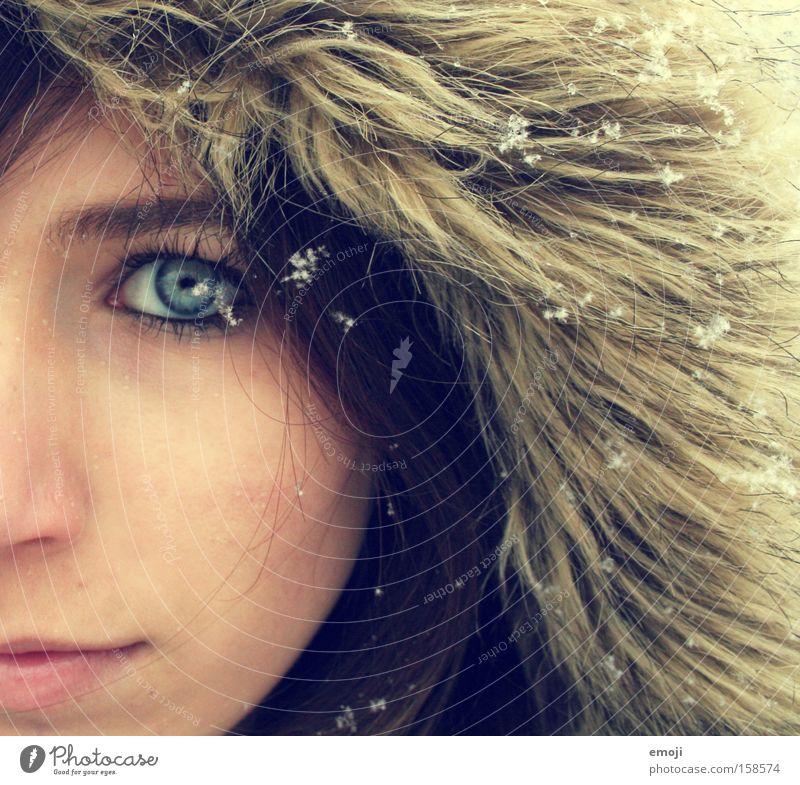 2. ich mag den Winter... Gesicht Hälfte Junge Frau Schneefall kalt Seite hell Schneeflocke Flocke Fell vermummen Auge Inuit