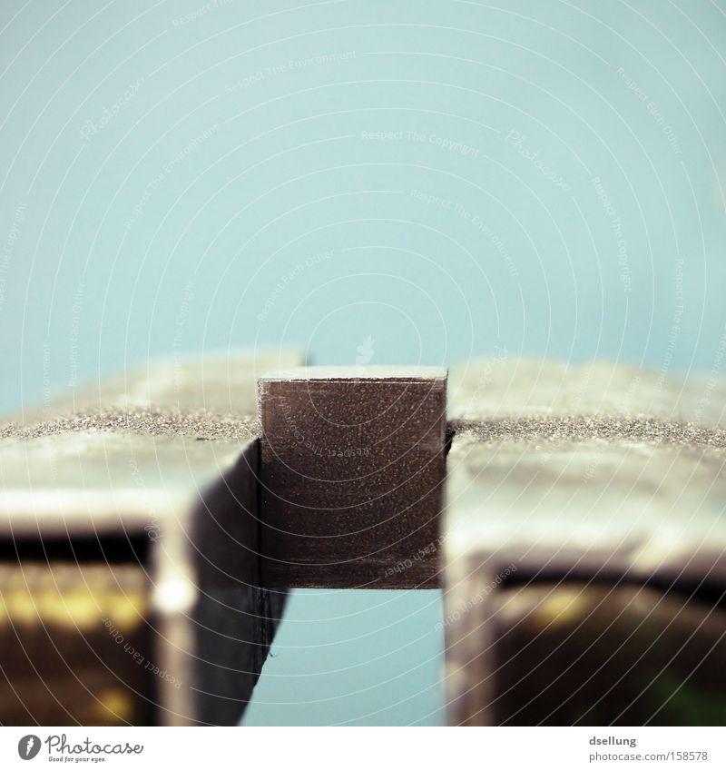 Nich grad gerade... Stahl Metallbau raspeln Säge Eisen Blut Präzision Folter warten Darmstadt Berufsausbildung Handwerk Qualität schraubstock alu-backen
