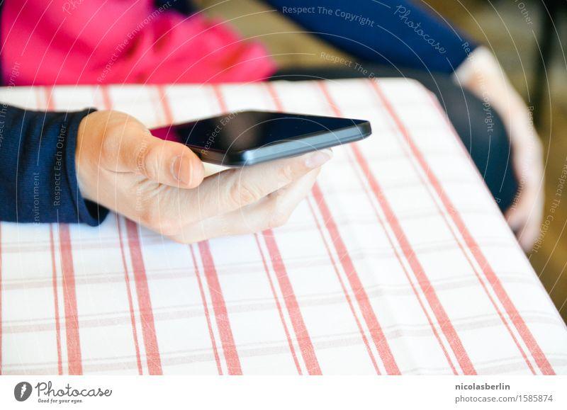 Warten Lifestyle Stil Medienbranche Business Karriere sprechen Telefon Handy Technik & Technologie Telekommunikation feminin Junge Frau Jugendliche Erwachsene 1