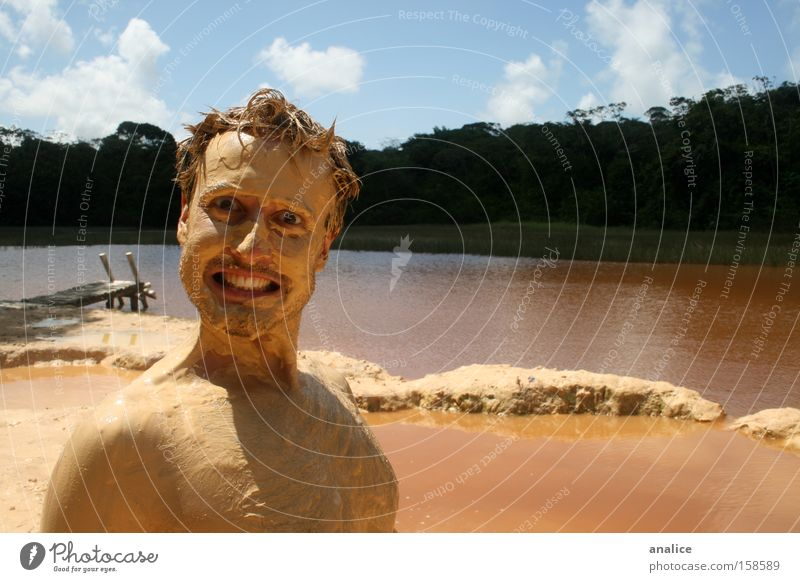 Mensch Mann Natur Wasser schön Freude gelb See braun dreckig lustig Haut Erwachsene maskulin verrückt Wasserfahrzeug