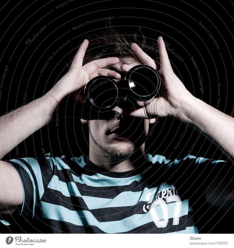 DURCHBLICK Teleskop Blick Durchblick Porträt Mann Streifen glänzend Stil Vorschau Mensch Schatten Licht Mode