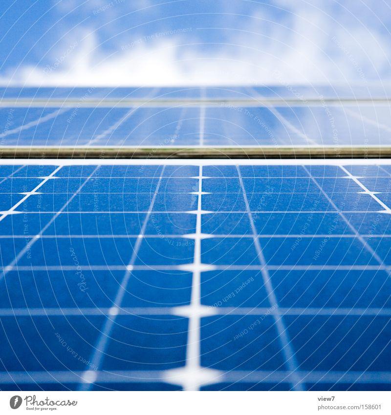 Energiefeld Energiewirtschaft Technik & Technologie Erneuerbare Energie Sonnenenergie Himmel Wolken Klimawandel Schönes Wetter ästhetisch dünn nah modern