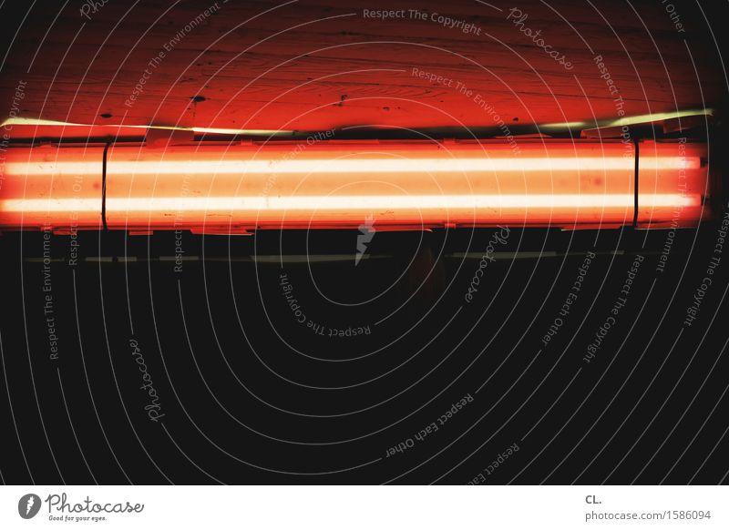 rotlicht dunkel schwarz Wand Mauer gruselig Decke Neonlicht Neonlampe