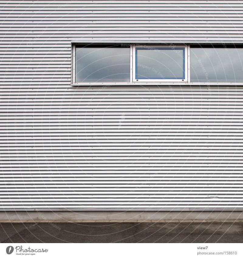 Kippfenster Wand Fenster Architektur Industrie Ordnung Industriefotografie Hütte Lagerhalle Halle Detailaufnahme Oberfläche Aluminium Fensterbogen Fensterladen
