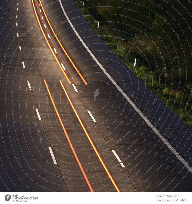 Stop and Go! Autobahn fahren Geschwindigkeit Licht Rücklicht Scheinwerfer Autoscheinwerfer Langzeitbelichtung Brücke Zeit warten lang Verkehrswege