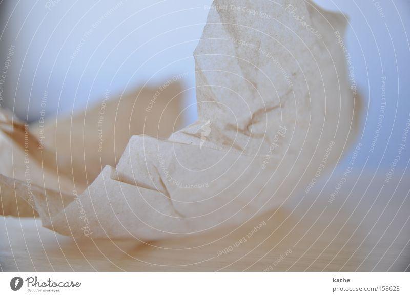Knüllpapier Holz Papier Tisch Alkoholisiert Haushalt beige Rascheln wegwerfen