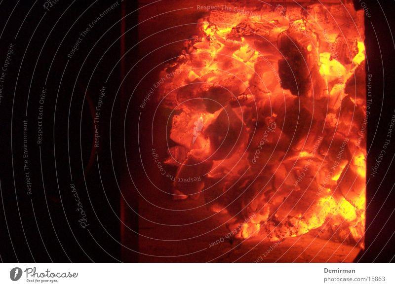 very hot! Wärme Holz Brand Häusliches Leben Physik heiß brennen Kamin Glut glühend
