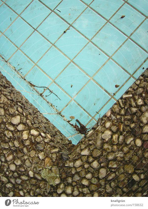 Wintersaison Schwimmbad Fliesen u. Kacheln Beton leer Saison blau ungepflegt Beckenrand Vergänglichkeit Freizeit & Hobby ohne Wasser
