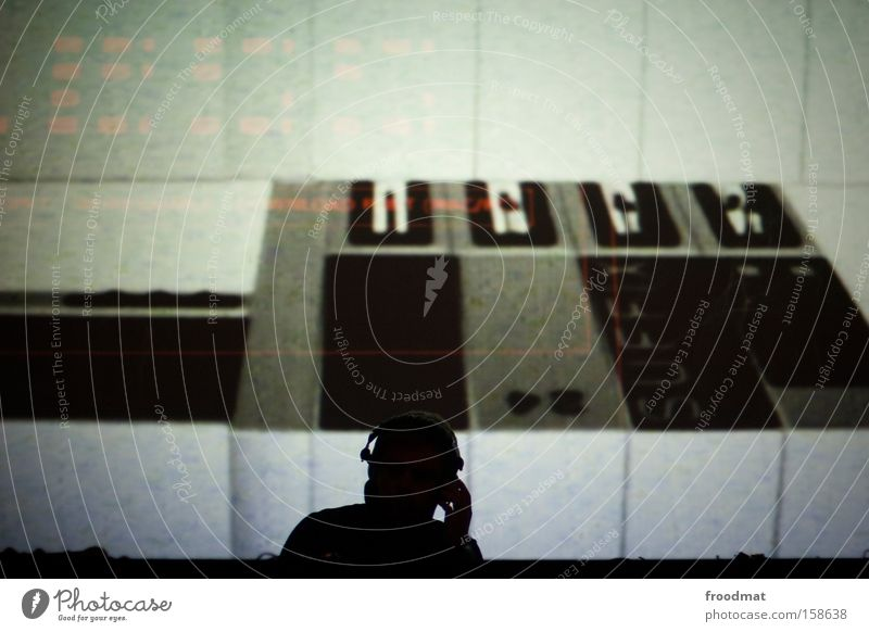 dj Diskjockey Musik Kopfhörer sichtbar elektronisch modern Nacht Silhouette Feste & Feiern Techno hören Kontrolle Konzentration Club Elektrisches Gerät