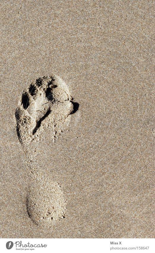 Ein kleiner Schritt für Photocase, ein großer Schritt für mich Meer Sommer Strand Ferien & Urlaub & Reisen Fuß Sand wandern laufen Fußspur Nordsee Spuren Barfuß