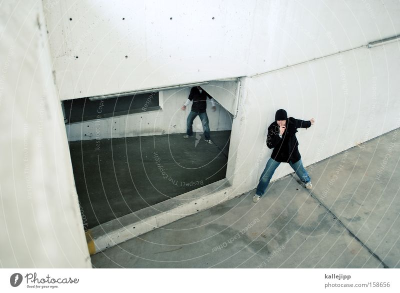 schmittchen schleicher Mann Mensch Überfall Diebstahl Krimineller Gewalt Überraschung Gegner schleichen beobachten 2 ruhig
