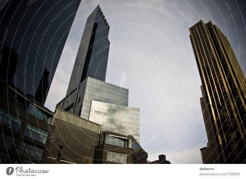 Der Blick auf die Skyline von New York City. Himmel Wolken Stadt Hauptstadt Hochhaus Bekanntheit Erfolg fantastisch reich gold grau Dekadenz USA Farbfoto