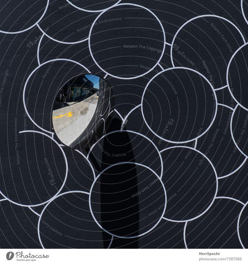 Spieglein an der Wand weiß schwarz Mauer Kunst Dekoration & Verzierung Schilder & Markierungen rund Pfeil Spiegel Verkehrswege Straßenkunst Straßenverkehr