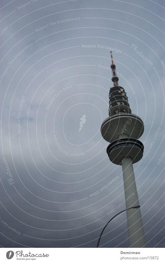 fernsehturm hh Wolken Architektur Hamburg Fernsehen Fernsehturm schlechtes Wetter Hamburger Fernsehturm