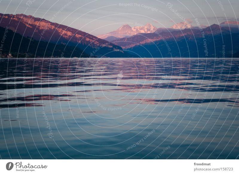 heidi See Wasser Schweiz Alpen Romantik Kitsch Berge u. Gebirge Sonnenuntergang Reflexion & Spiegelung Thun Panorama (Aussicht) ruhig Frieden Eidgenosse