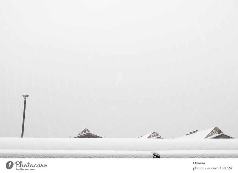 Warschauer Himmel weiß Winter Schnee grau Dach Laterne Bahnhof bedeckt Dachgiebel Neuschnee