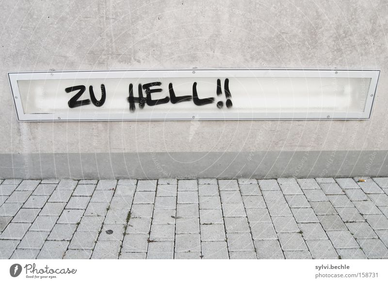 ... schwarz Lampe Wand grau Stein Mauer Graffiti hell Beleuchtung Schriftzeichen Telekommunikation Buchstaben Wut Verkehrswege Fußweg Licht
