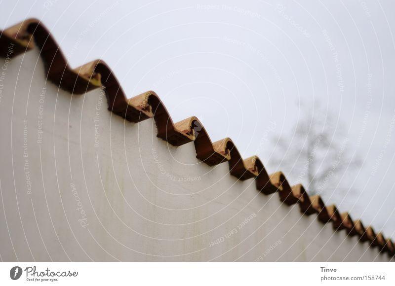 wall Einsamkeit Wand Mauer Beton trist Neugier Dachziegel wellig abweisend Sichtschutz