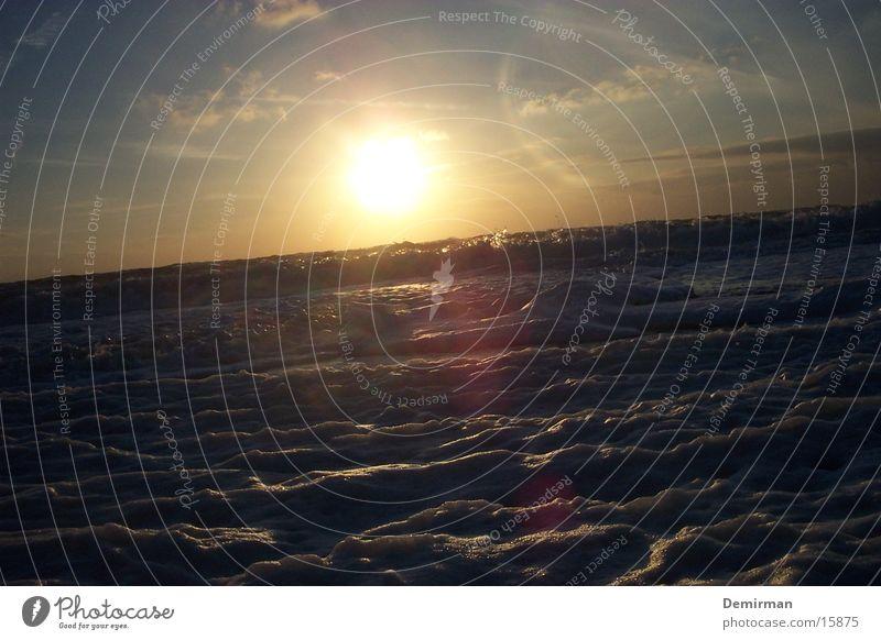 schaumig_2 Schaum Strand Sommer Wasser hell Sonne blau