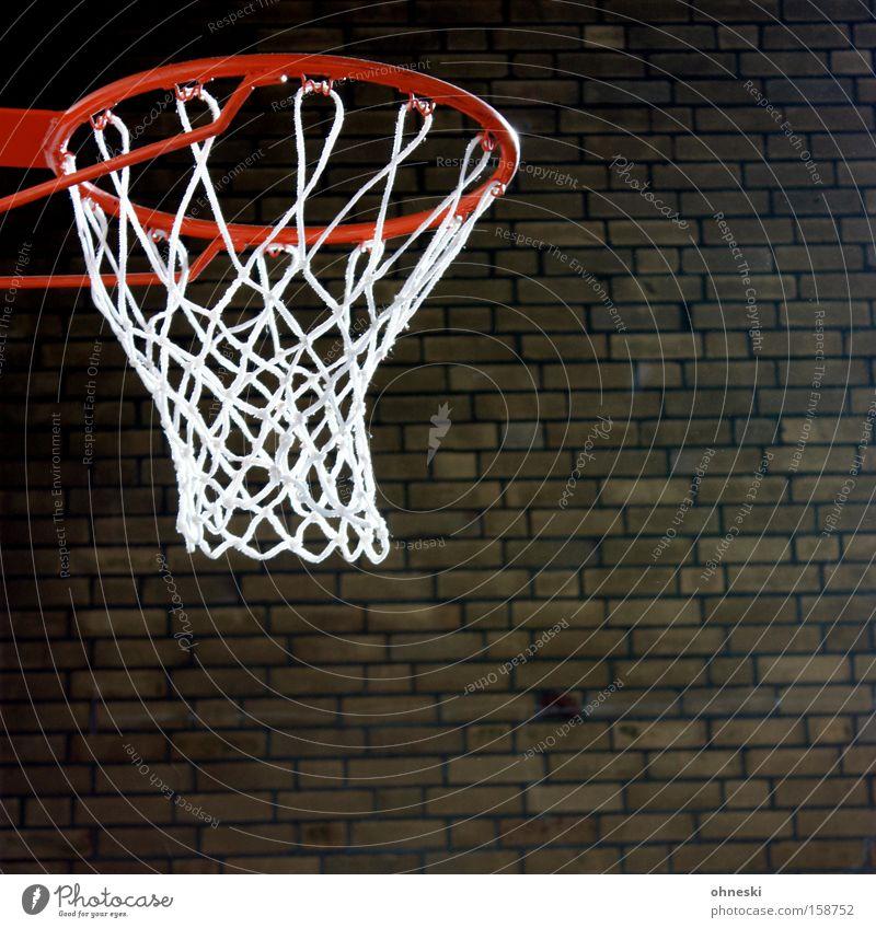 Sonne im Korb Basketball Halle Sporthalle Stein Backstein Mauer Schulunterricht Ballsport Bildung Freizeit & Hobby