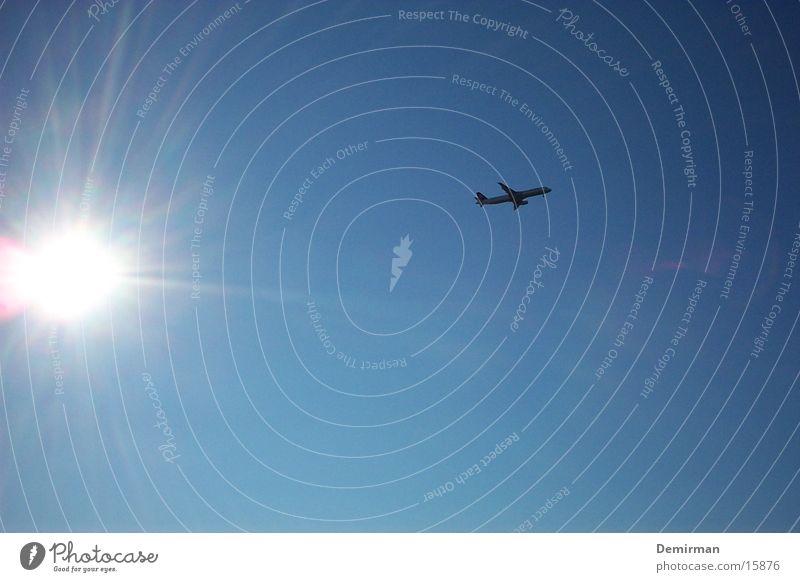 flugzeug zur sonne Himmel Sonne blau Ferien & Urlaub & Reisen Flugzeug fliegen obskur