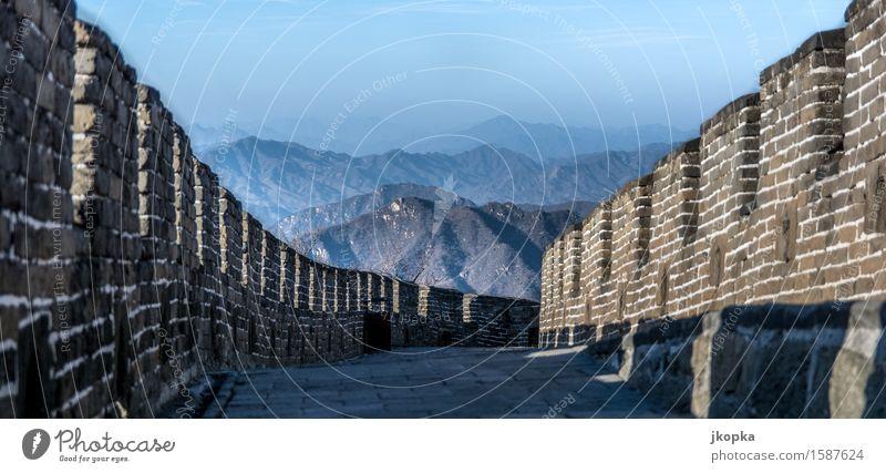 Ausblick auf der Chinesischen Mauer Ferien & Urlaub & Reisen Tourismus Abenteuer Ferne Freiheit Expedition Landschaft Wolkenloser Himmel Berge u. Gebirge