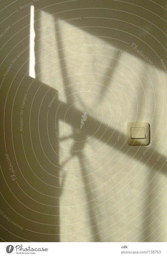 Lichtzeichen Wand Lichtschalter Fenster Raum Bild Strukturen & Formen Licht & Schatten Zeichen Stoff Faltenwurf Vorhang Linie zart zerbrechlich Vergänglichkeit