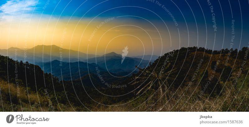 Berge in Thailand Himmel Natur Pflanze Baum Landschaft Wolken Ferne Berge u. Gebirge Freiheit Luft Aussicht Abenteuer Gipfel Hügel Urwald Euphorie