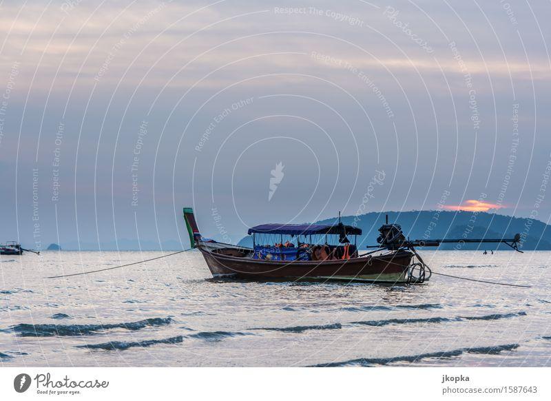Thai-Boot in der Buch von Ao Nang, Andamensee Himmel Ferien & Urlaub & Reisen Wasser Meer ruhig Bewegung Küste Wellen Ausflug Abenteuer Gelassenheit Schifffahrt