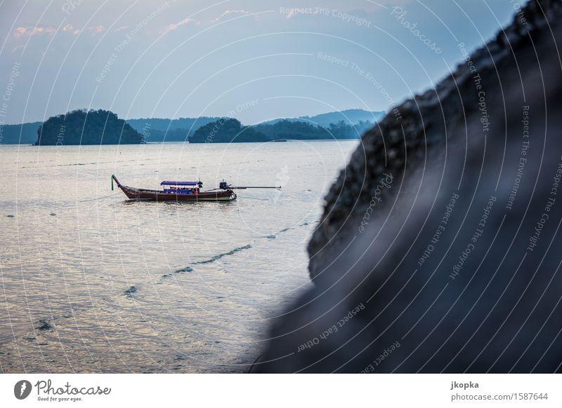 Thai-Boot in der Buch von Ao Nang, Andamensee Ferien & Urlaub & Reisen Ausflug Abenteuer Meer Insel Wellen Wasser Himmel Küste Seeufer Bucht Andamanensee