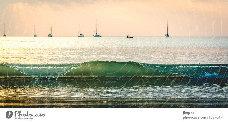 Welle vor Segelboote Ferien & Urlaub & Reisen Meer Erholung Ferne Strand Küste Freiheit Horizont Wellen Insel Abenteuer Schifffahrt Segeln Wassersport Jacht