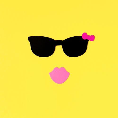Susi schön Sommer Sonne Erotik Freude gelb feminin Lifestyle rosa Freizeit & Hobby Fröhlichkeit einzigartig Lebensfreude Mund Papier Freundlichkeit