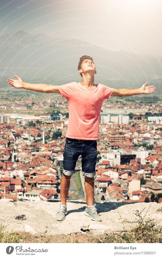 Oh Lord Lifestyle Sommer Mensch maskulin Junger Mann Jugendliche 1 18-30 Jahre Erwachsene Landschaft Hügel Stadt Denken Gefühle dankbar geduldig Hoffnung Glaube