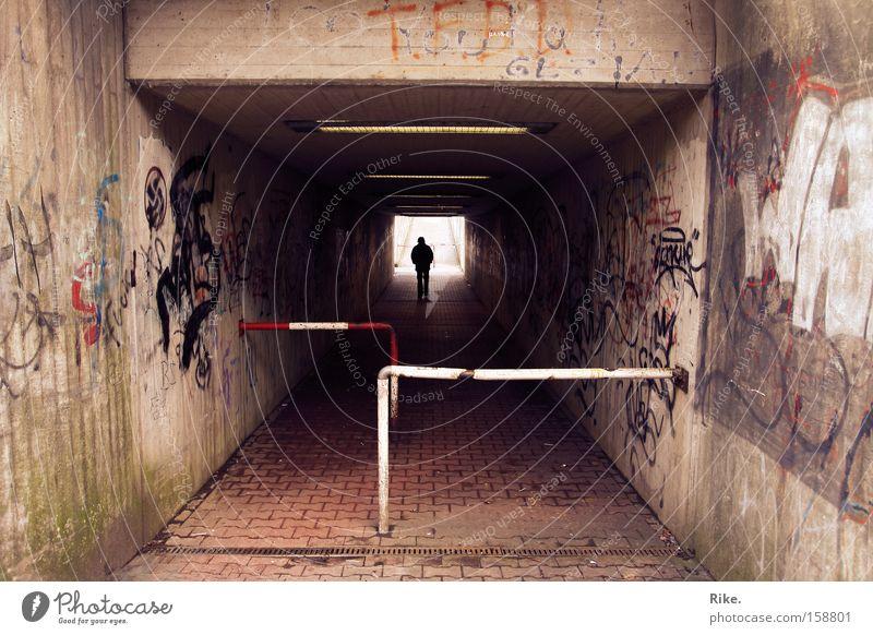 Heile Welt. Straße Tunnel U-Bahn S-Bahn Eisenbahn Bahnhof Stadt Trauer Mauer Licht Graffiti Szene Perspektive Kunst Verzweiflung Wandmalereien Traurigkeit