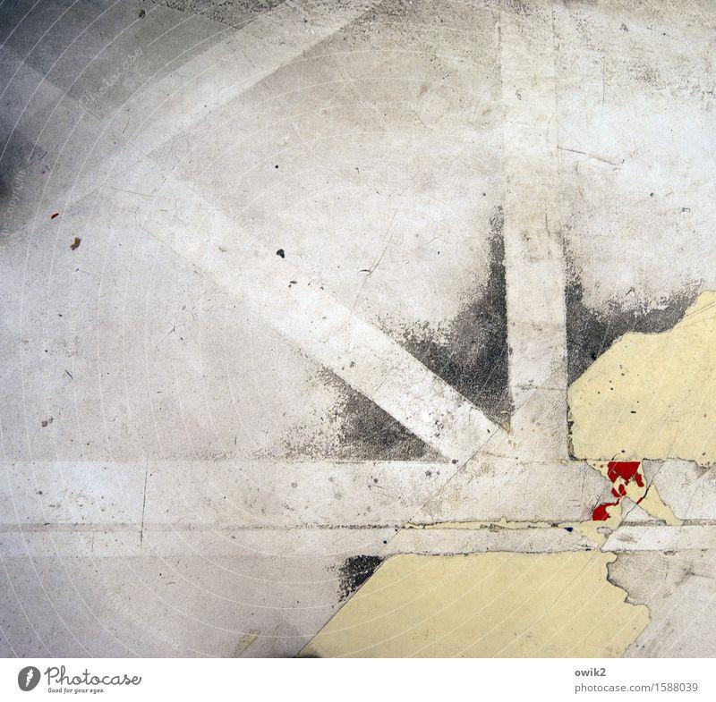 Startbahn Verkehr Verkehrswege Wegkreuzung Landebahn Beton Bodenbelag Glätte eckig einfach unten Ordnungsliebe Freiheit Ferne bleich rot Linie rechtwinklig 90°