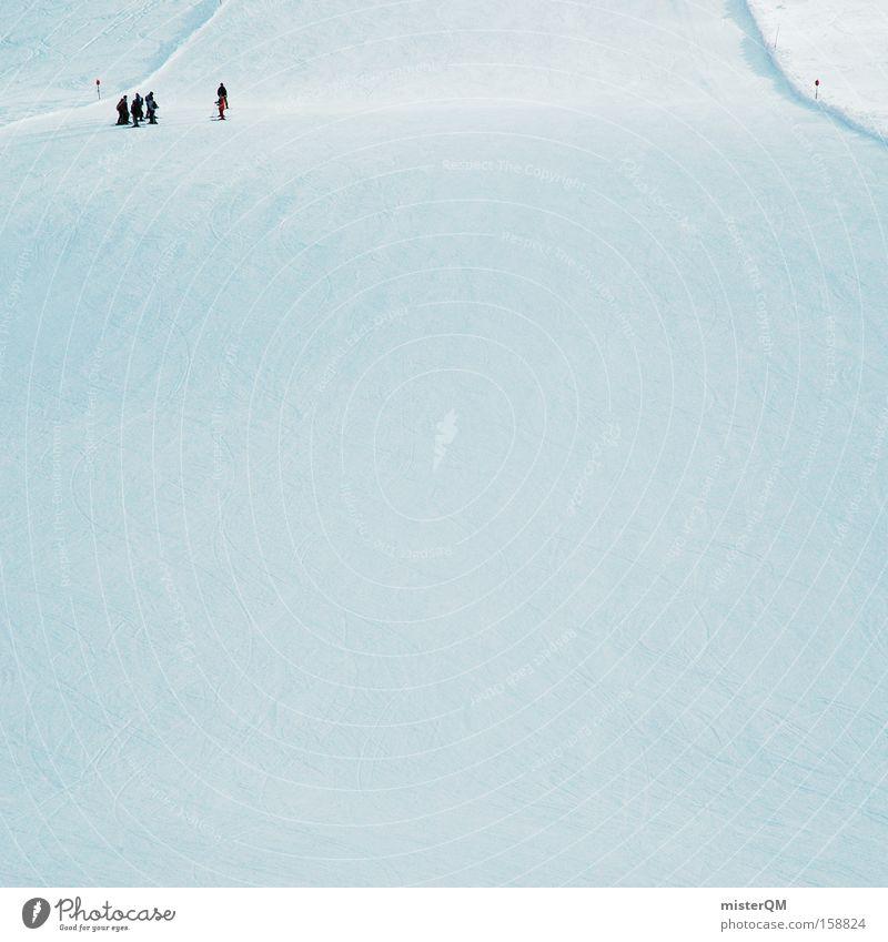 Freie Fahrt für freie Bürger. Winter Wintersport Skifahren Skipiste Piste Berghang Österreich Winterurlaub Menschengruppe Detailaufnahme Alpentourismus