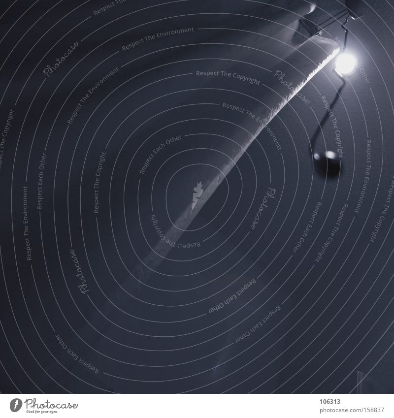Fotonummer 113368 weiß schwarz dunkel Beleuchtung Lampe hell Angst Bad Vorhang Dusche (Installation) Panik unheimlich Unter der Dusche (Aktivität) beängstigend