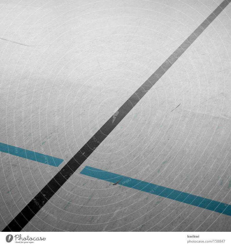 streifen blau schwarz Sport Spielen grau Linie trist Boden Bodenbelag Streifen Quadrat Langeweile Halle Sporthalle Ballsport Begrenzung