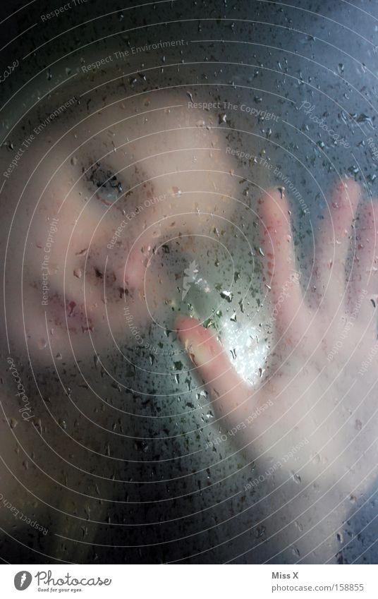 warten und warten und warten Frau Hand Wasser Gesicht Fenster Kopf Traurigkeit Regen Angst blond Wassertropfen Trauer trist Aussicht Sehnsucht