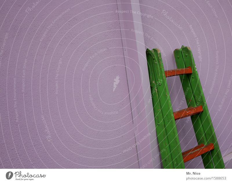 dienststellenleiter Renovieren Mauer Wand grün rot mehrfarbig Leiter Leitersprosse Wohnung Karriere Erfolg anlehnen heimwerken Arbeit & Erwerbstätigkeit