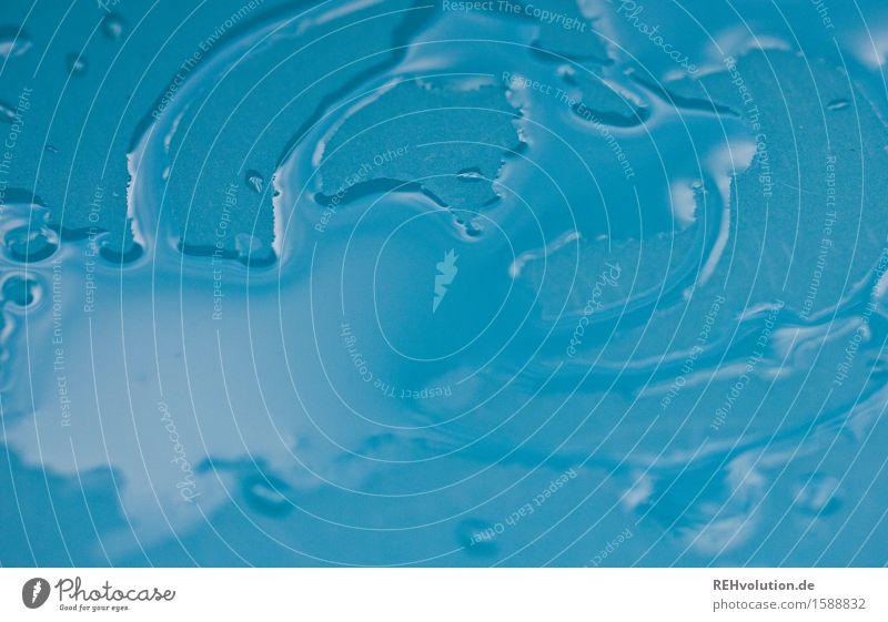 wasserkunst Trinkwasser nass blau Wasser Tropfen Strukturen & Formen Reflexion & Spiegelung feucht Hintergrundbild Farbfoto Menschenleer Textfreiraum links