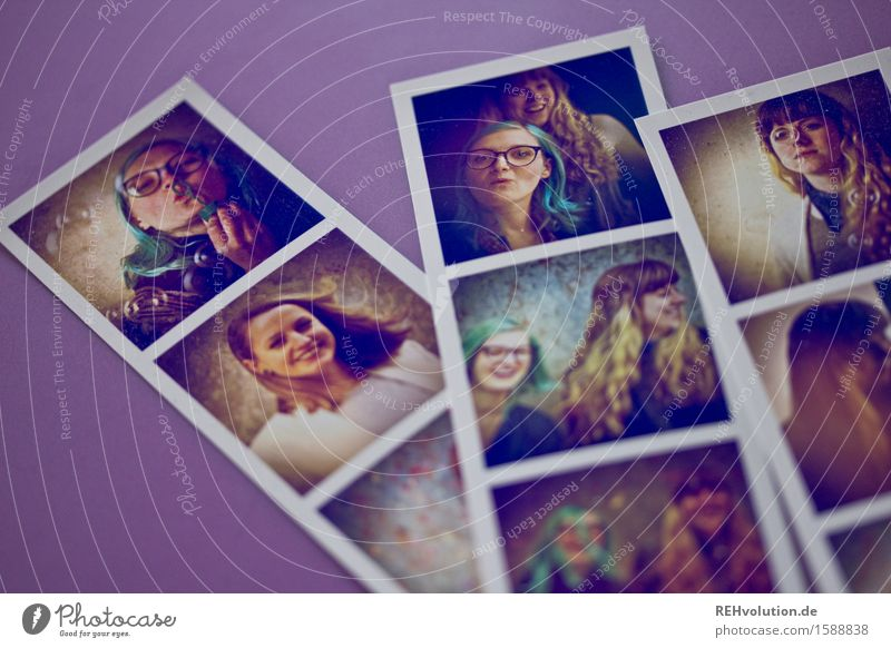 fotos III Mensch Jugendliche Junge Frau Freude 18-30 Jahre Erwachsene feminin Glück Freiheit Haare & Frisuren Zusammensein Freundschaft Zufriedenheit liegen