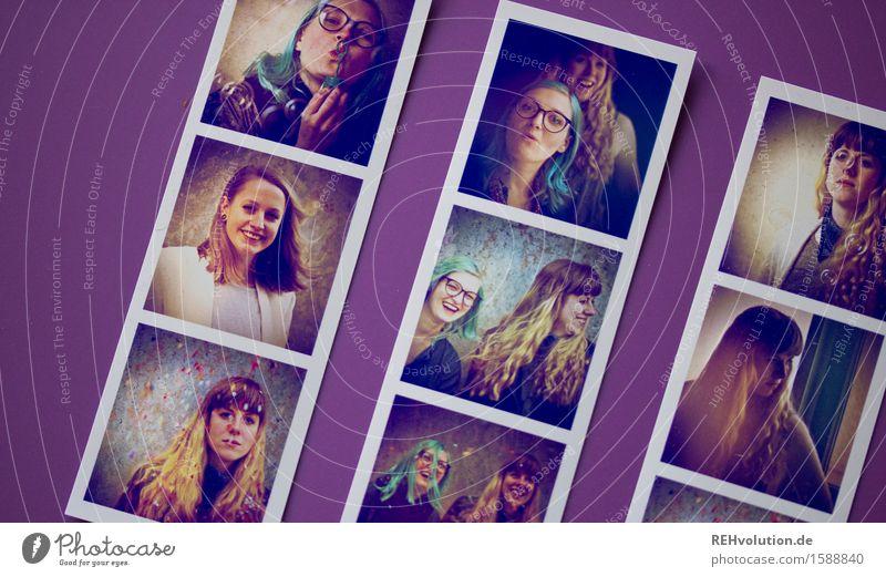 fotos II Mensch Jugendliche Junge Frau Freude 18-30 Jahre Erwachsene Glück außergewöhnlich Menschengruppe Freiheit Zusammensein Freundschaft frei blond