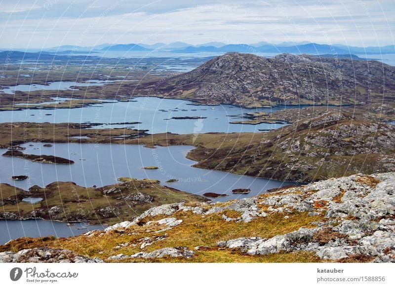 zerklüftete landschaft Landschaft Urelemente Erde Wasser schlechtes Wetter Hügel Felsen Moor Sumpf See Abenteuer Irritation Schottland Hebriden uist lochs trist