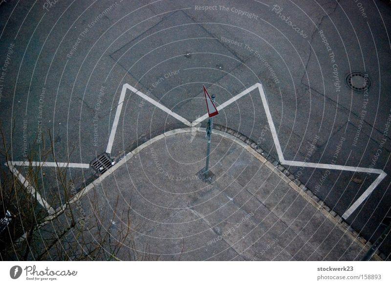 Halbstern weiß Stadt Straße Herbst grau Linie Stern (Symbol) Ecke Bürgersteig Langeweile Verkehrswege Straßenkreuzung Wegkreuzung Zickzack Parkverbot Vorfahrt